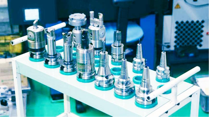 自社設計の専用刃物を使用した高速・高精度加工。